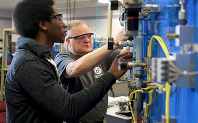 LCCC's Pre-Apprenticeship Manufacturing Program: No Cost for Qualified Students